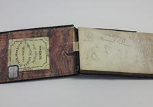 Carnet de croquis 1910-1920.  AVANT restauration. Colle du dos desséchée, couture affaiblie.