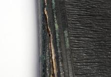 Dos en cuir du carnet de croquis. AVANT restauration