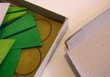 Les cartons bruts et non recouverts de l'ancienne boîte.