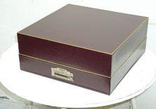 Grande boîte restaurée pour jeu mécanique. Reconstruction volontaire avec un papier plus solide. Fond amovible. Mécanisme restauré