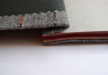Détail de l'ouverture de la reliure japonaise en tissu