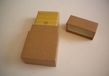 Boîte tout en papier, type jeu de cartes,