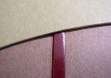 Détail de la bordure en box sur l'un des rabats de papier
